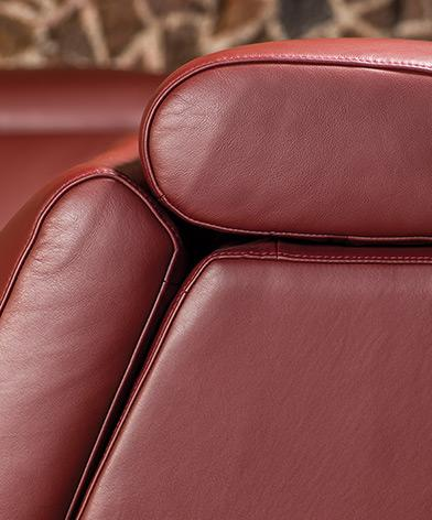 Kler Riposta - sofa bordowa, zbliżenie na fakturę skóry