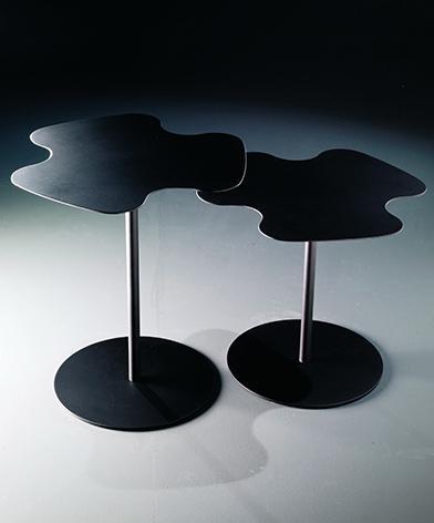 Dwa, czarne, metalowe stoliki Flower Bontempi z oferty Kler.