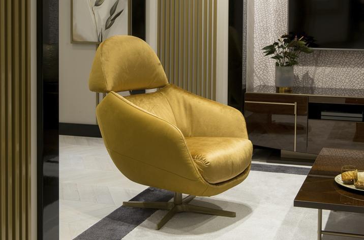 Złoty fotel Kler Cornetta