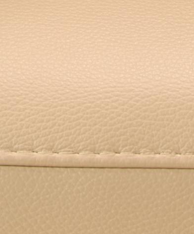 Detal na beżową skórę z szwem na kanapie Figaro Uno z ofert Kler.
