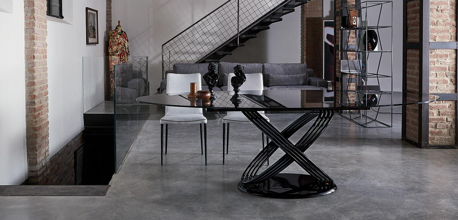 Czarny stół Fusion firmy Bontempi z oferty Kler. Piękny z owalnym blatem i oryginalna podstawą.