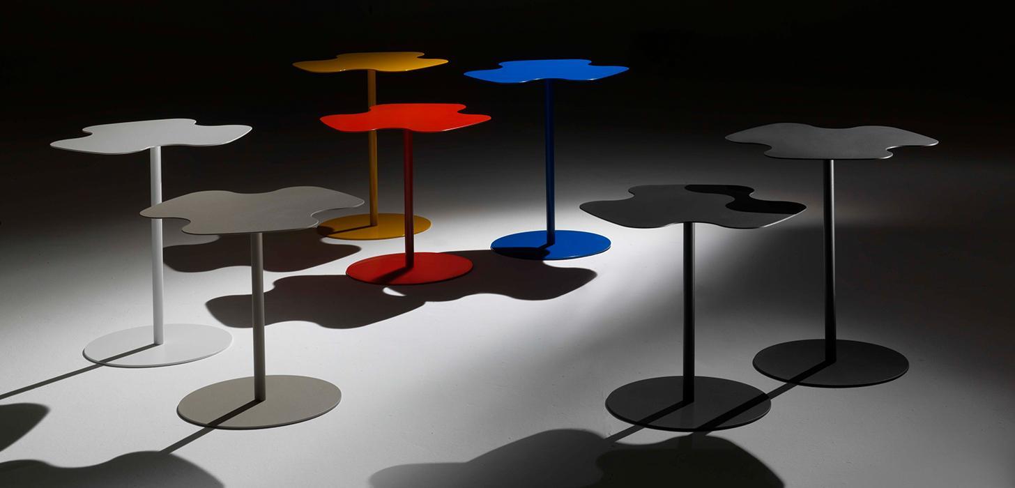 Kolorowe, metalowe stoliki Flower Bontempi z oferty Kler.