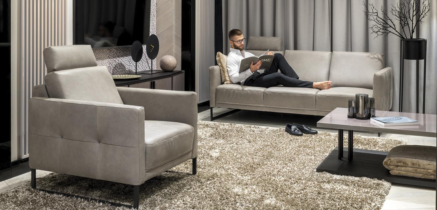 Kolekcja Estrada marki Kler - wygodna sofa i fotel w szarym obiciu.