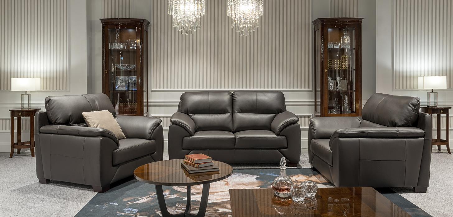 Zestaw mebli Kler Fiorello w brązowej skórze: sofa i dwa fotele z drewniamnymi nóżkami