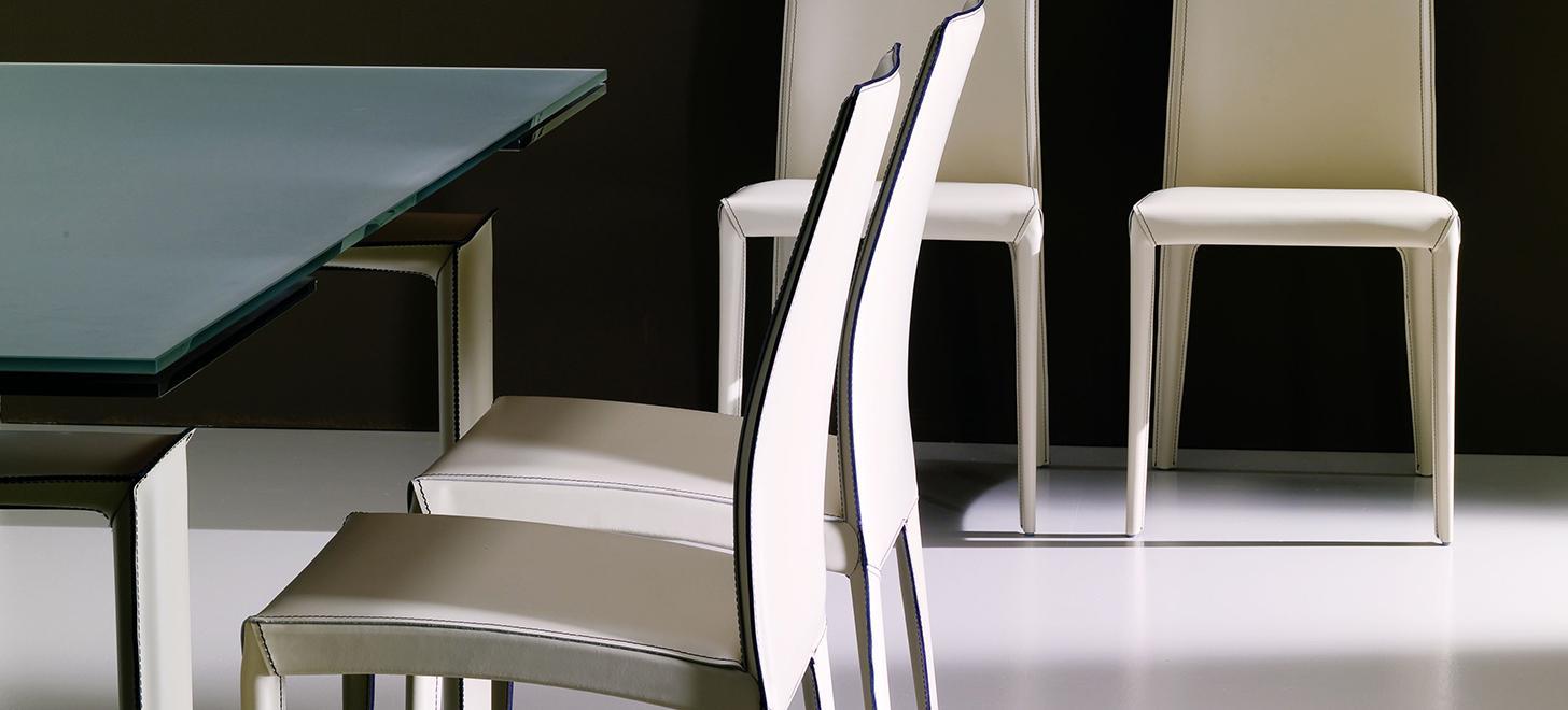 Tapicerowane krzesła z kolekcj Kefir firmy Bontempi z oferty Kler.